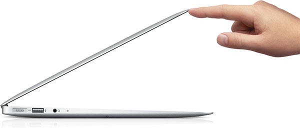 Renovado MacBook Air, viene con todo.